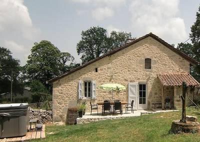 Gite Auvergne avec Jacuzzi extérieur