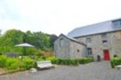 En Face Du Château