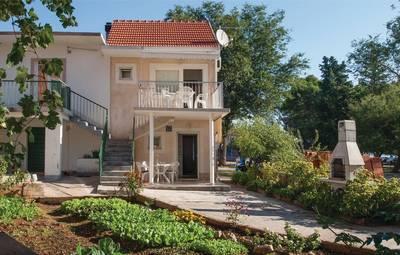 Vakantiehuis In Sibenik-Raslina (Cdv039)
