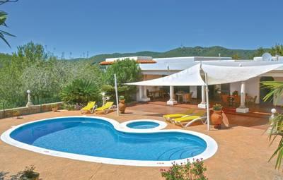 Vakantiehuis In Santa Eulalia (Emi137)